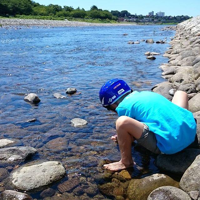 犀川べりサイクリングのはずが、いつの間にか川遊びに変更・・・