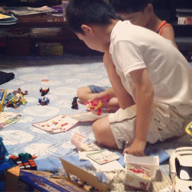 甥っ子が一週間のお泊まり。小1の息子とともにやりたい放題(^_^;)我が家は盆が明けるまで戦場だ!