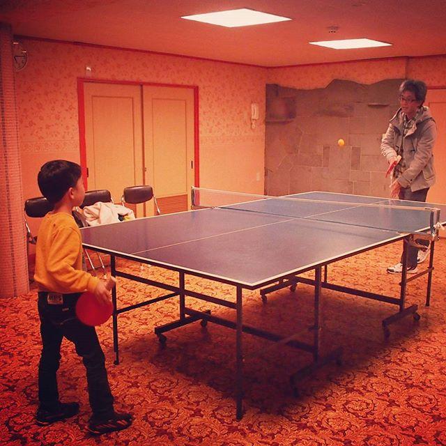 今夜は上山田温泉でお泊まり。到着早々、小1の息子と温泉卓球。卓球なんて何十年ぶりだろ?燃えるなあ~。