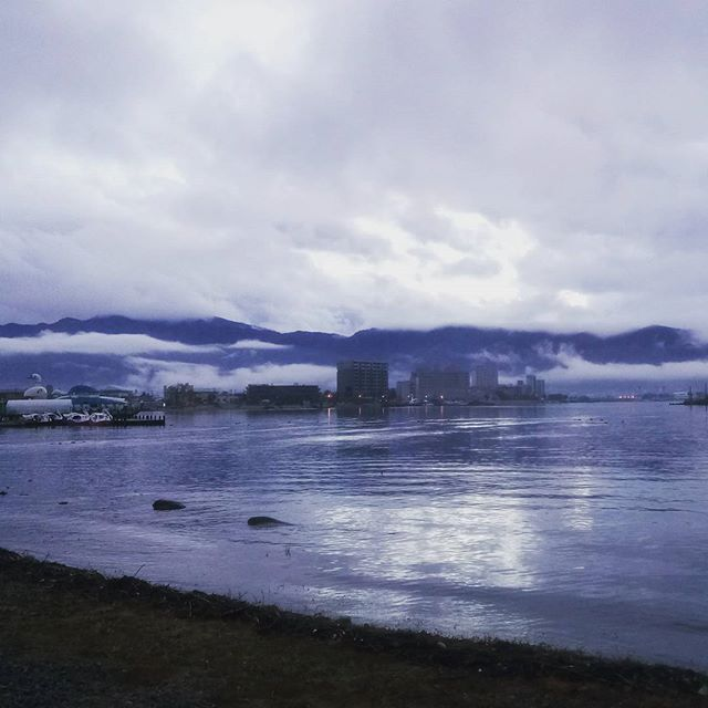 諏訪湖まで来ました。今日はここでお泊まりです(^ ^)
