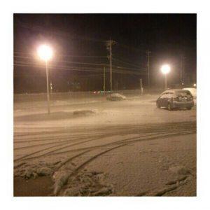 職場の駐車場。この寒い夜にも…