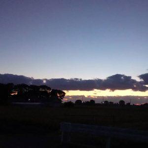 中秋の名月…に対面の夕焼け